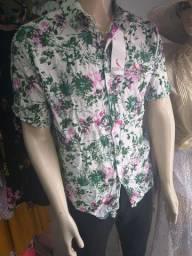 Camisa florida de botão