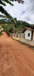 1 casa alvenaria e 1 kitinete de pré moldado em Alto Providência.