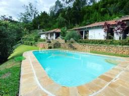 Título do anúncio: Casa linear, ensolarada, com 4 quartos no bairro Samambaia em Petrópolis/RJ.