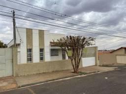 Título do anúncio: Casa com 02 dormitórios à venda por R$ 180.000 - Boa Vista - Uberaba/MG