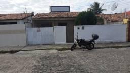 aluga casa no bairro de mangabeira