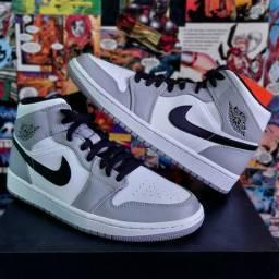 Air Jordan 1 Mid light smoke grey