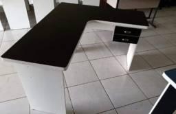 31.06 - Promoção por apenas 490 reais, mesa preta com branco, frete grátis.