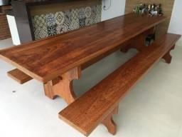 Mesa rústica madeira com bancos