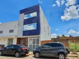 Prédio com 04 apartamentos mobiliados e 01 ponto de comércio no Centro de Janaúba
