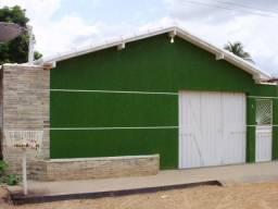 Ótima casa de fundos, totalmente independente, com vaga de garagem própria. Próxima à tudo
