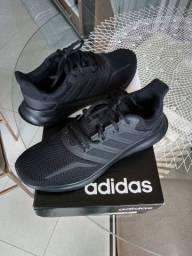 Tênis Adidas Novo na Caixa de 280,00 por 180,00