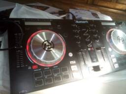 Controladora Numark Mixtrack PRO 3