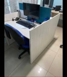 Mesa com divisoria