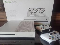 Xbox one S 4k com jogos e dois controles