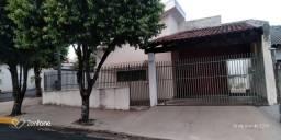 VENDE SE CASA COM DOIS QUARTOS, SALA, COZINHA, BANHEIRO SOCIAL, GARAGEM E ÁREA DE SERVIÇO