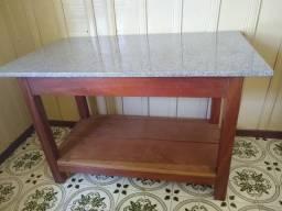 Mesa de madeira maciça