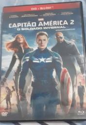 Vendo filme do Capitão América 2 Soldado Invernal com dois discos.