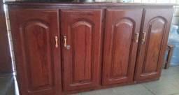 Armário de madeira - mogno
