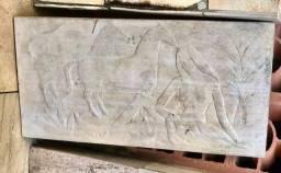 Mármore branco com detalhe de Índia com cavalos