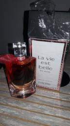 Perfume la vie Est belle in roses