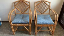 Título do anúncio: 2 Cadeiras Cana da Índia com Estofado