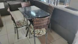 Título do anúncio: Mesa de pedra com 4 cadeiras junco