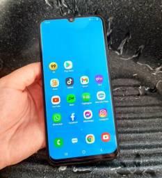 Celular Samsung a30 todo bom novinho pra vender logo.