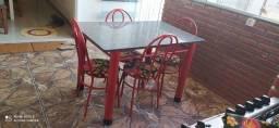 Título do anúncio: Mesa com 4 cadeiras semi nova
