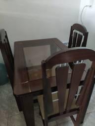 Mesa com 3 caseiras