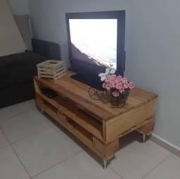 Base para TV feita de palete