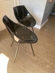 Mesa redondo com duas cadeiras