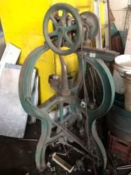 Máquina de costurar couro antiga