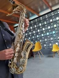 Título do anúncio: Vendo ou troco saxofone