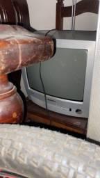 Tv pra conserto, liga a luz mas não aparece tela