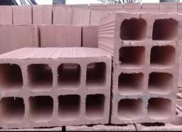 Ajudantes de carga e descarga de tijolo