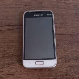 Samsung Galaxy J1 mini Dual Chip 8GB, em bom estado de conservação.