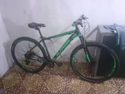 Vendo uma bike. Aro 29 quadro 19.top nova