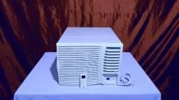 Ar condicionado, 7.500 btu, com controle remoto