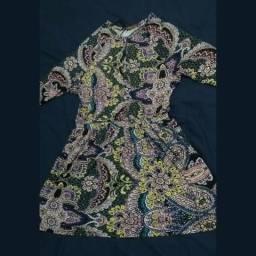 Vestido floral arrumado