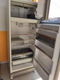 Usado, Geladeira fros free volt 220 por 350$$ comprar usado  Uberlândia