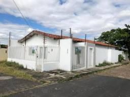 Casa no bairro de Fátima, com 03 quartos, Tratar com conceicao *27