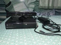 XBOX 360 e Kinect com 2 controles e 11 jogos físicos