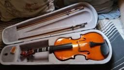 Vende-se violino 4/4 com case 2 arcos 1 breu