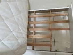 Cama infantil com colchão - branca - usada