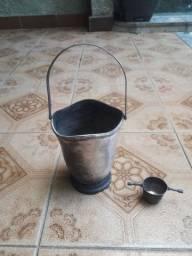 Antigo balde para gelo