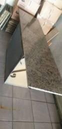 Mesa de ferro com tampa de mármore