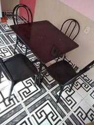 Jogo de mesa com 4 CADEIRAS com pedra de mármore