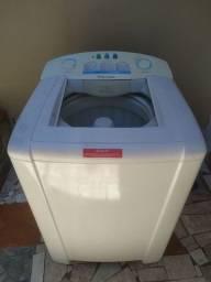 Máquina de lavar roupas faz tudo grande