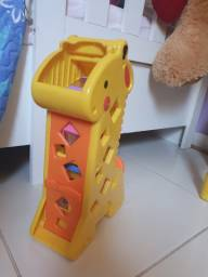 Girafa Fisher Price com blocos de empilhar