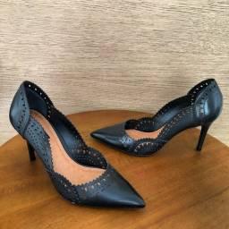 Título do anúncio: Sapato Scarpin Número 37 Arezzo COURO