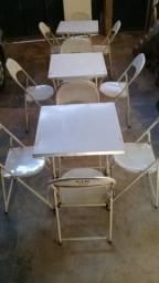 Mesas e Cadeiras de Ferro.