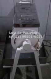 .Batedeira Leão de massas 220v Loja do Pasteleiro * Peça Única