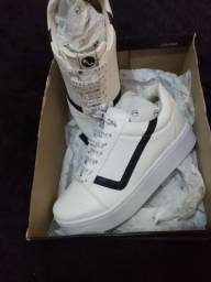 Sapato da marca sapatinho de luxo