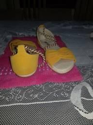 Título do anúncio: Sandália amarela
